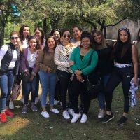 Alumnas de cosmiatría visitan jardín del arte